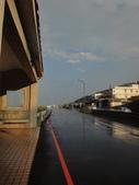 2015.07.24 陽金淡金濕身之旅:08雨要停了,路面還是會噴.JPG