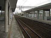 09 11/21 回家淡水一日遊:等火車.jpg