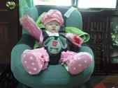2011年Dora的人生第一個春節:0202Do兒童安全椅ra 坐.jpg