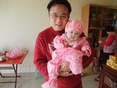 2011年Dora的人生第一個春節:0202與爸爸合照Dora.JPG