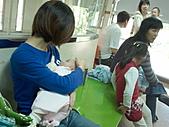1120到1220 Dora第三個月生活照:1127 到吳昆哲打預防針.jpg
