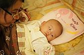 1221到2011年0120(Dora第四個月生活點滴:1225 Dora&舅媽.JPG