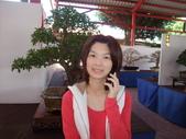 2011年Dora的人生第一個春節:0204Dora 媽媽講電話.JPG