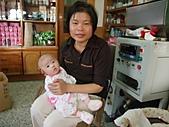1120到1220 Dora第三個月生活照:1206Dora 正面與老媽合照.JPG