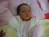 2010.10.01~10月14日 Dora 24天前點滴:10月02日 睡醒的瓊憶.JPG