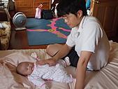 1120到1220 Dora第三個月生活照:1206Dora 阿男叔叔.JPG