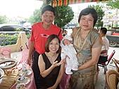 1014~1020(滿24天~滿月):1018滿月酒席 Dora & 3個祖父母.JPG