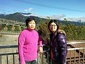 2010年10月25日 大禹嶺+翠峰:梨山明秀農場 媽媽&鶴齡.jpg