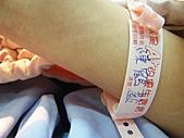 2010年9月20 虎妞妞誕生記:10點 住院時要繫上的準媽媽牌子.JPG
