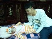 2011年Dora的人生第一個春節:0122Dora 阿男叔叔.jpg