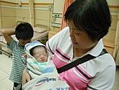 2010年9月20 虎妞妞誕生記:14點 妞妞好友安全感.jpg