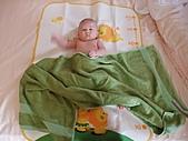 1120到1220 Dora第三個月生活照:1207Dora香浴.JPG