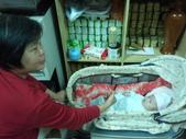 2011年Dora的人生第一個春節:0125Dora 奶奶互動.jpg