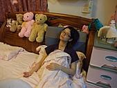 1120到1220 Dora第三個月生活照:1130昏睡 母女倆睡攤.JPG