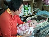 1120到1220 Dora第三個月生活照:1208Dora&老媽.jpg