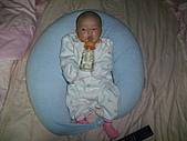 1020到1120 Dora  第二個月的成長點滴:1106 喝水.JPG