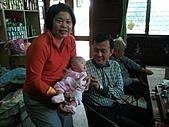 1120到1220 Dora第三個月生活照:1208Dora&老媽 祖孫合照.jpg