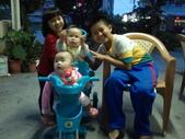 2011年0220到0420(Dora第五到7個月生活點滴:0418Dora 騎三輪車.jpg