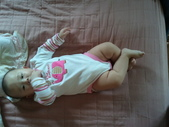 2011年0220到0420(Dora第五到7個月生活點滴:0319Dora 大象包屁衣.jpg
