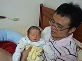 2010.10.01~10月14日 Dora 24天前點滴:10月09日 Dora和爸爸.jpg