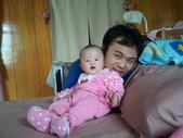 2011年0220到0420(Dora第五到7個月生活點滴:0319Dora 父女.jpg