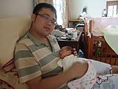 2010.10.01~10月14日 Dora 24天前點滴:10月03日 我在照顧瓊憶.JPG
