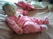 2011年0220到0420(Dora第五到7個月生活點滴:0319Dora 草莓裝.jpg