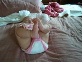 2011年0220到0420(Dora第五到7個月生活點滴:0319Dora 做瑜珈.jpg