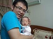 2010.10.01~10月14日 Dora 24天前點滴:10月12日 Dora和老爸.jpg