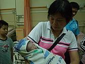 2010年9月20 虎妞妞誕生記:14點 好多人來看妞妞.jpg