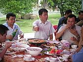 2010年9月26日 歡慶陳宥睿 滿月酒席:吳協理 和 陳副理.jpg