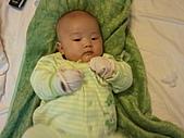 1120到1220 Dora第三個月生活照:1212Dora青蛙裝 有拳擊手的感覺.jpg