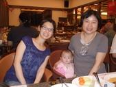 2011年0220到0420(Dora第五到7個月生活點滴:0416Dora 媽媽奶奶合照.JPG