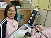 2010年9月20 虎妞妞誕生記:14點 妞妞和外婆.jpg