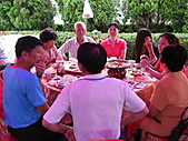 2010年9月26日 歡慶陳宥睿 滿月酒席:第六桌 老爸串門子 向鳳琳家人致敬.JPG