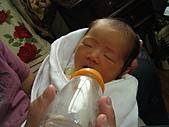 2010年9月26日 歡慶陳宥睿 滿月酒席:Dora 喝到睡著.JPG