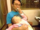 2011年0220到0420(Dora第五到7個月生活點滴:0416Dora 搶食物中.JPG