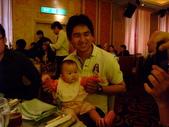2011年04月22日 台中彩虹眷村+心之芳庭:台中參加婚禮 英展抱Dora.JPG
