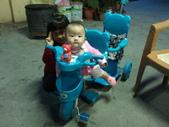 2011年0220到0420(Dora第五到7個月生活點滴:0418Dora 三輪車俏皮.jpg