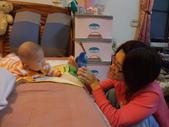 2011年Dora的人生第一個春節:0127Dora 與媽媽互動.JPG