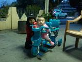 2011年0220到0420(Dora第五到7個月生活點滴:0418Dora 三輪車堂姊.jpg