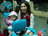 2011年0220到0420(Dora第五到7個月生活點滴:0418Dora 三輪車媽媽.jpg