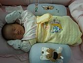 2010.10.01~10月14日 Dora 24天前點滴:10月07日 十分熟睡的瓊憶.jpg