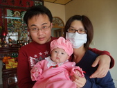 2011年Dora的人生第一個春節:0202Dora 全家福.JPG