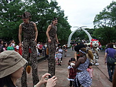 2010年06月15日 六福村:2010年06月15日 六福村61 老外拉客表演.JPG