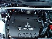 2009.10.01 結婚的第一部車 - Fortis:12-引擎室拉桿.JPG