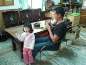 2011年Dora的人生第一個春節:0202Dora 郭宥彤和伯父.jpg