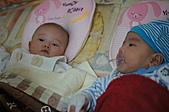 1221到2011年0120(Dora第四個月生活點滴:1225 Dora&宥睿.JPG