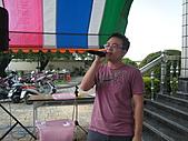 2010年9月26日 歡慶陳宥睿 滿月酒席:Dora老爸 唱情歌.jpg