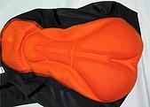 五分車褲 :Coolmax 3D 矽膠墊厚 2.3 cm.萊卡布料, 特價 450.- :Coolmax 3D 矽膠墊, 厚度達 2.3 公分, 網狀透氣材質, 排汗透氣. - 柔軟舒適, 久騎不痛, 不變形.